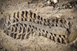laarsafdruk in het zand
